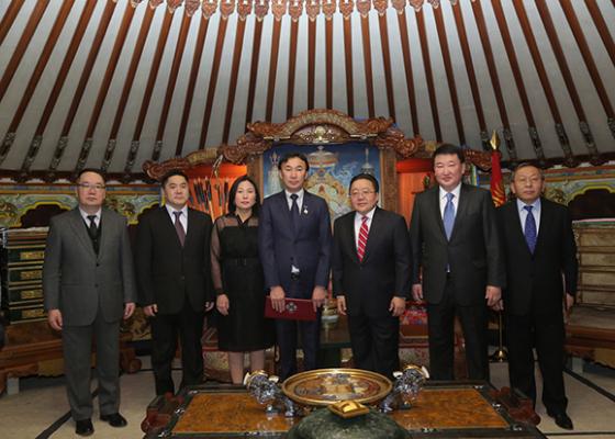Даши Намдаков награжден Государственной премией Монголии.