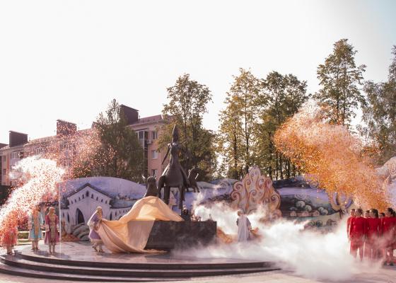 Открытие скульптуры в Альметьевске