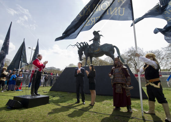 Даши Намдаков в Лондоне: открытие монументальной скульптуры «Чингисхан» и выставка «Вселенная кочевника»